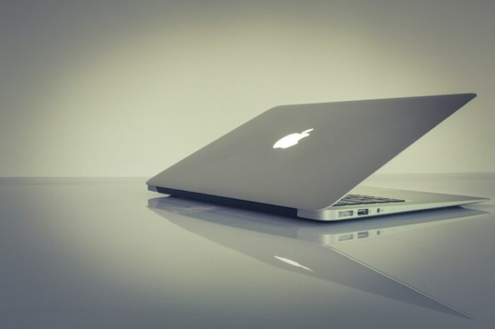Apple Inc (NASDAQ:AAPL) Will Introduce A Lighter And Thinner MacBook Air in H2 2022